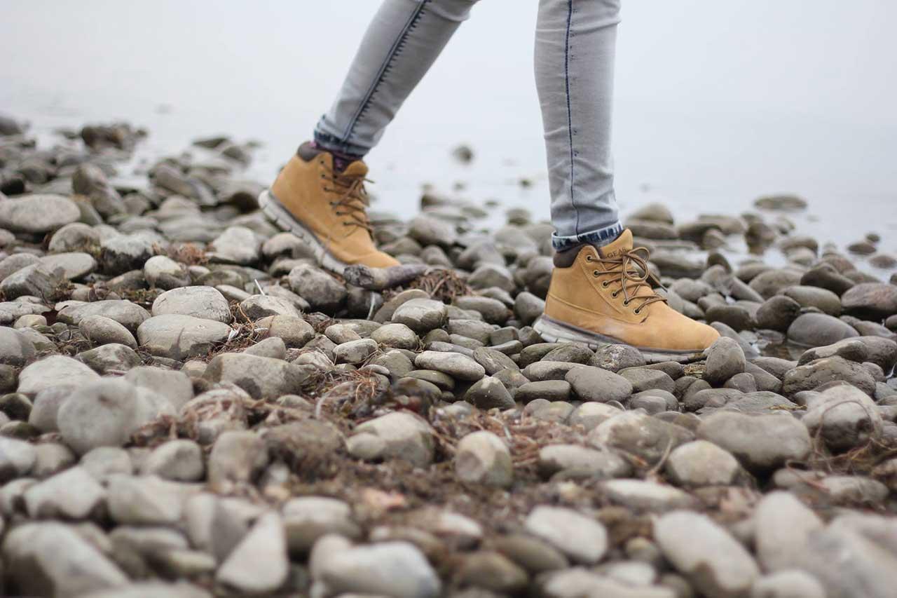 kävelijän jalat